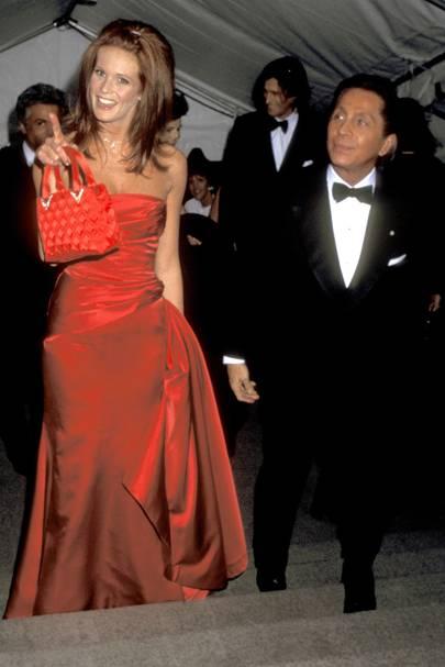 Elle Macpherson and Valentino, 1995