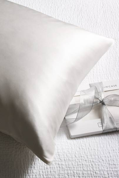 Valentine's Day gifts for her: the silk pillow case