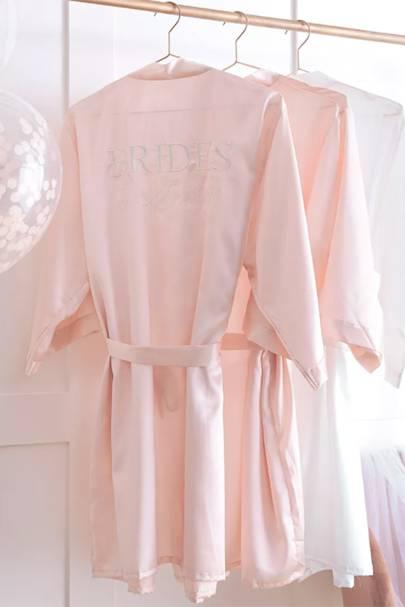 Bridesmaid robes: the affordable choice