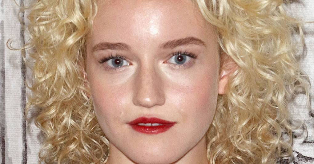 Ozark Julia Garner Hair Curls Amp Red Lipstick Glamour Uk