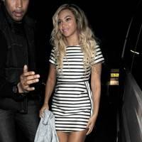 January Jones V Beyoncé