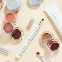 Gift Sets For Sisters: the holiday-ready makeup stack