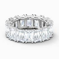 Gifts for her: the ring
