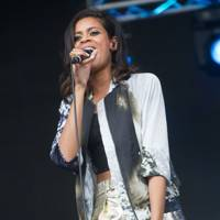AlunaGeorge at Lovebox