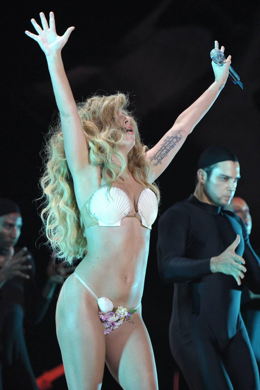 5dc51749a7 Liam Payne Lady Gaga Seashell Bikini | Glamour UK