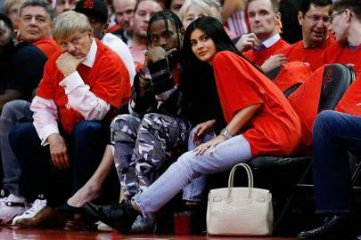 Wanna see a load of celebs getting smoochy while they sit courtside?