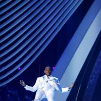 Chris Brown performs at the MTV VMA 2011