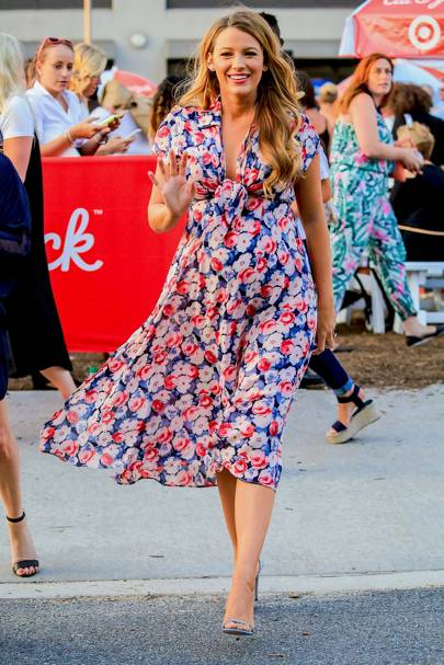 6793e149d6db Such a pretty summer look from Blake Lively - the shape of her dress was  super flattering and the floral print was colourful and young.