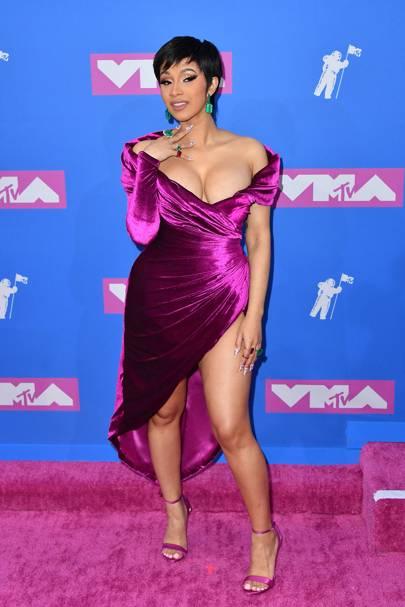 Cardi B At Vmas Star Makes Epic Winning Speech Poses With Fake