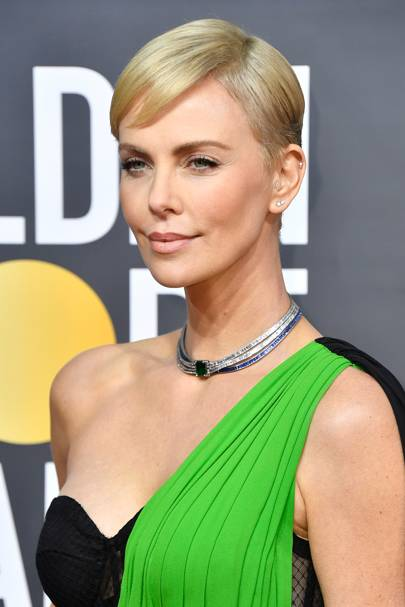 Golden Globes 2020 How To Get Charlize Theron S Hair By Hair Stylist Adir Abergel Glamour Uk