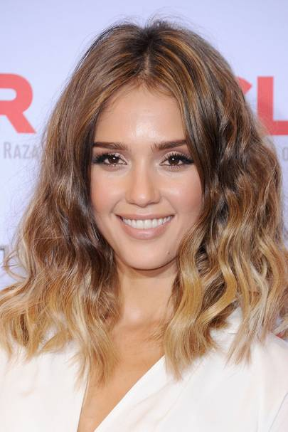 Jessica alba hair and make up looks glamour uk at a 2013 press event jessica alba opted for neutral makeup tones nude lips soft beige eyes and honey toned skin she vamped up an otherwise safe look by urmus Images