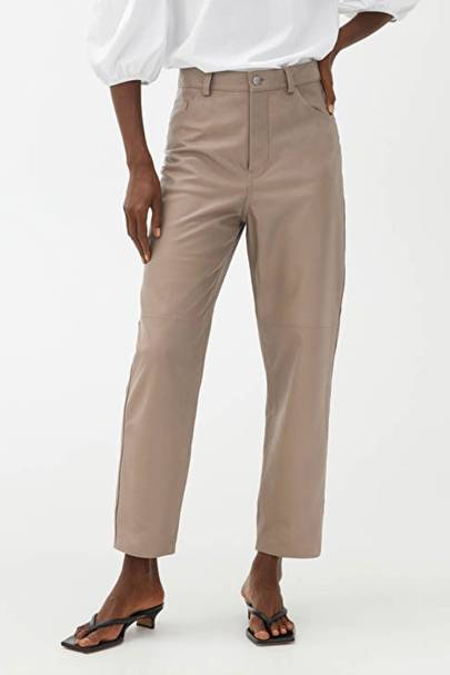 Leather trousers: the beige pair