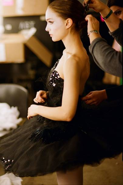 Autumn de Wilde  sc 1 st  Glamour UK & Black Swan Fashion Photos - Natalie Portman on-set photos | Glamour UK