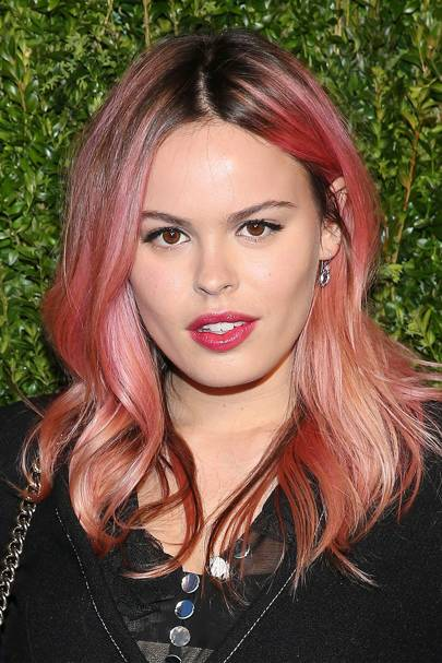 How To Style Grown Out Roots Celebrities With Dark Roots Hair - Hair colour just for roots