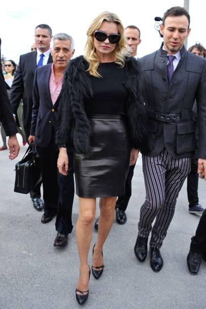 Kate Moss – Black Skirting It