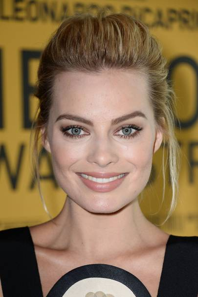 For a screening of The Wolf Of Wall Street back in 2014, Margot rocked gorgeous golden eye makeup and a pared-down nude lipstick.