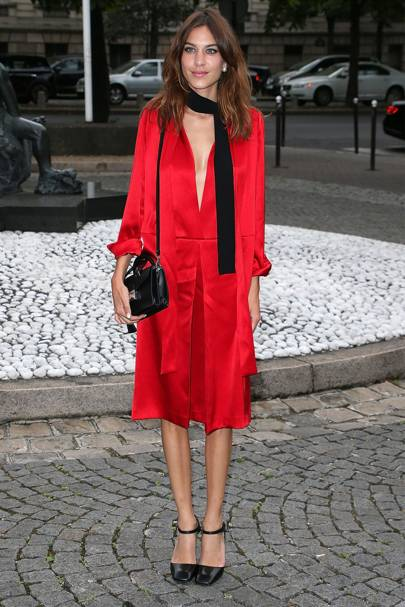 Alexa Chung S Red Dress May Not Be That Little But It Still Extremely Sy And Cool If You Re Into Ultra Mini Lengths Give A Midi Style Whirl