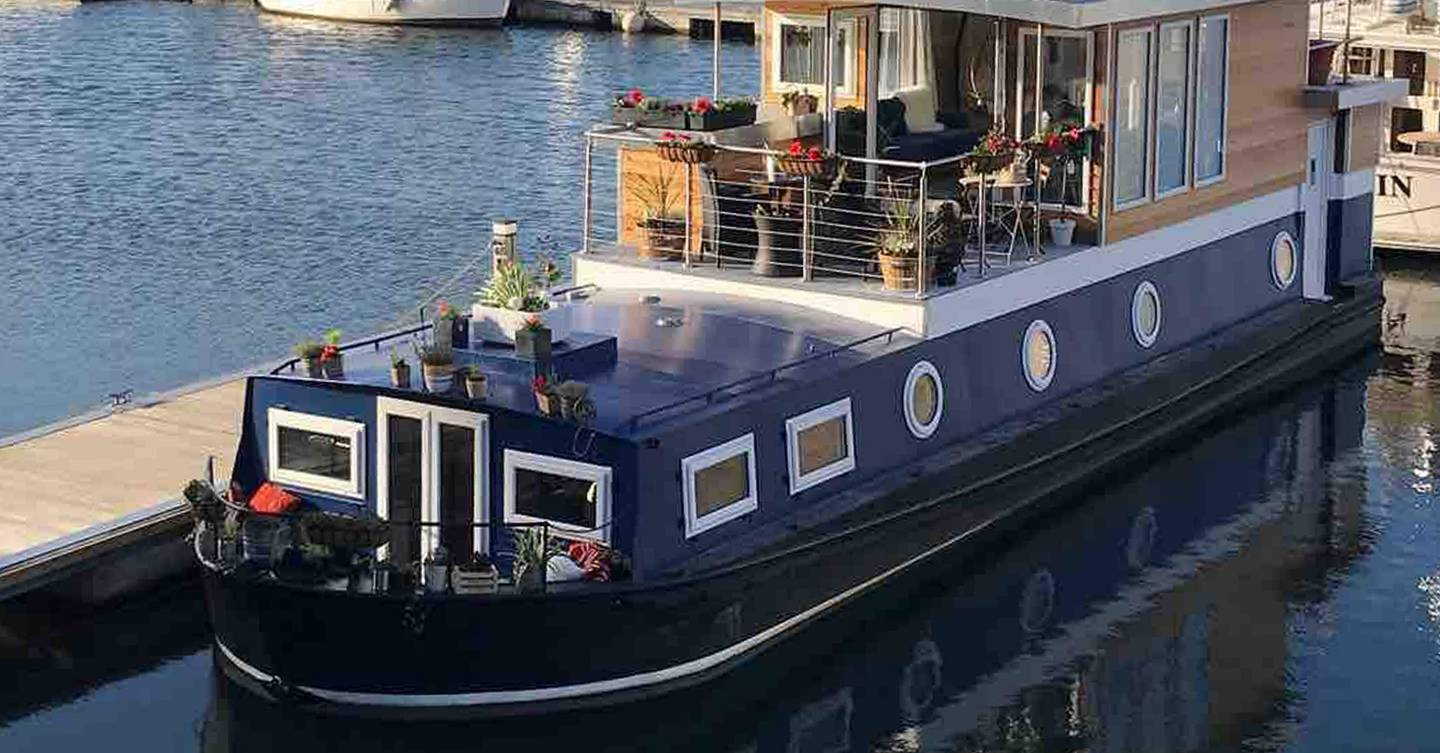 These are the best houseboats on Airbnb to rent for a quaint staycation
