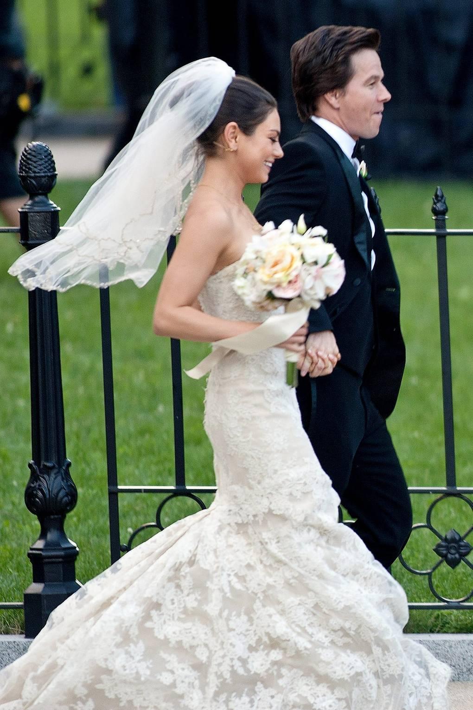 Ashton Kutcher And Mila Kunis Wedding.Mila Kunis Ashton Kutcher Wedding Day Dress News Glamour Uk