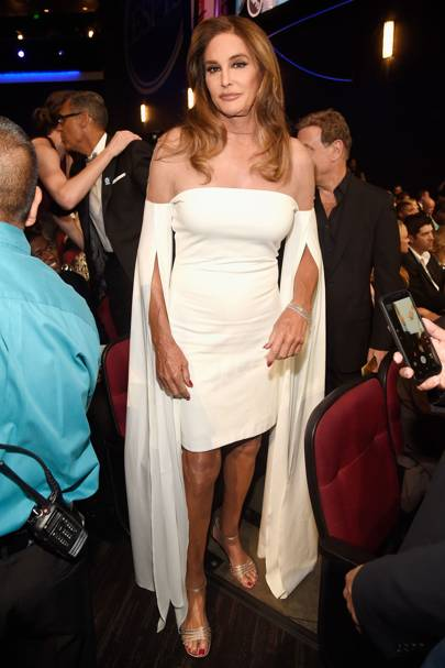 Caitlyn Jenner Is Styled By Stepdaughter Kim Kardashian For The Espy Awards Wearing A White Off Shoulder Dress With Cape