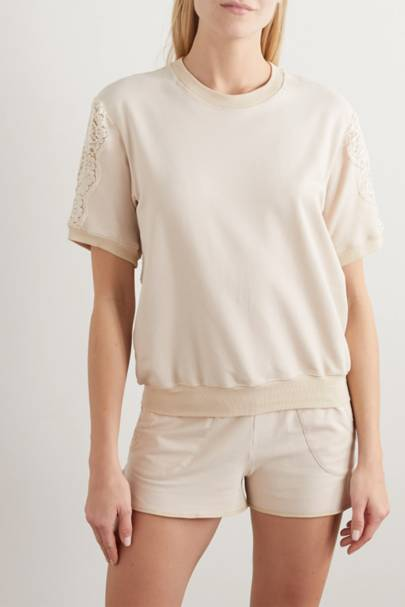 The short-sleeved sweatshirt