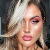 Makeup artist/influencer