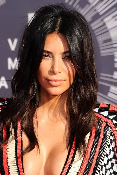 For The VMAs Kim Kardashians Choppy Shoulder Length Hair Looked Pretty Fantastic In This Sleek Yet Tousled Centre Parted Style Full Marks Simple