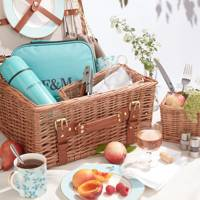 Best anniversary gifts: the picnic hamper