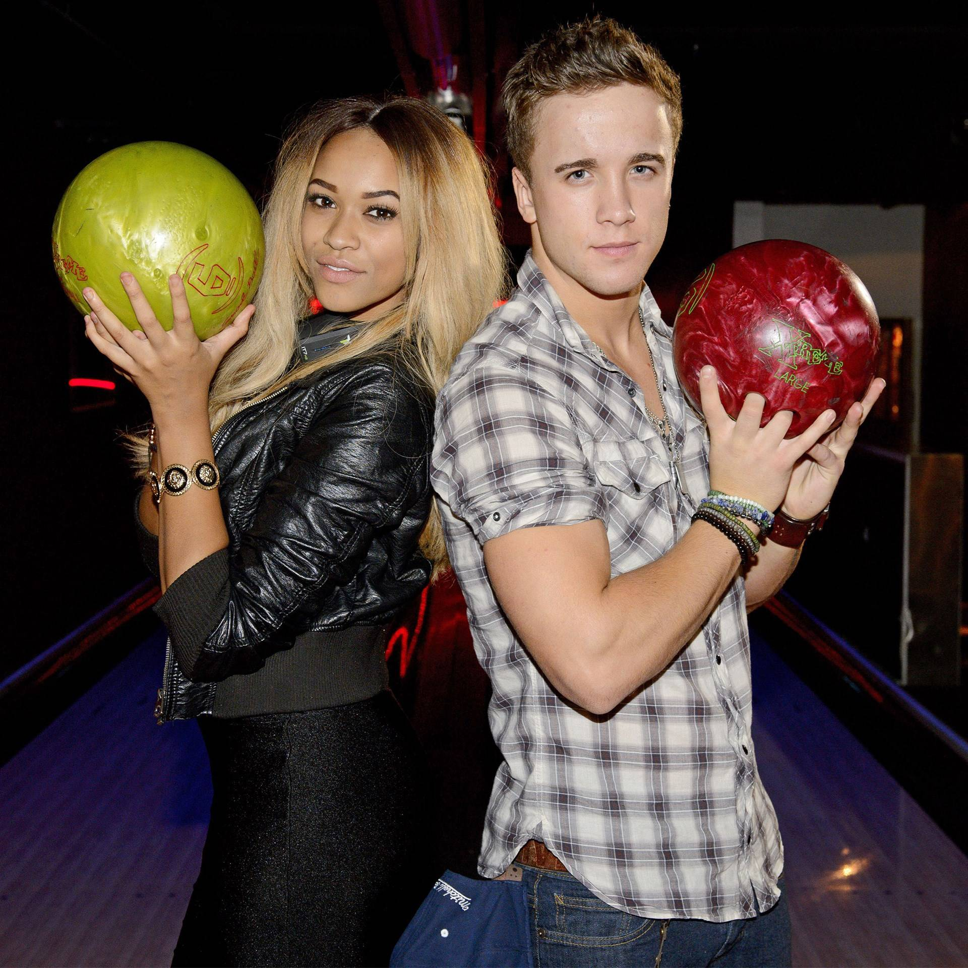 hot-girls-bowling