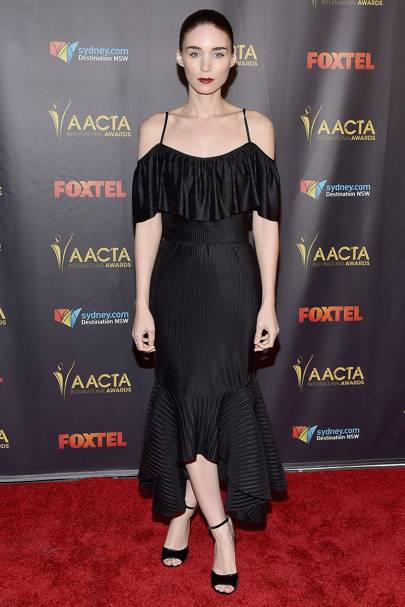 Rooney Mara The Queen Of Red Carpet Dressing Loves A Good Off Shoulder Style She Sported This Black High Shine Dress At An Awards Ceremony Recently