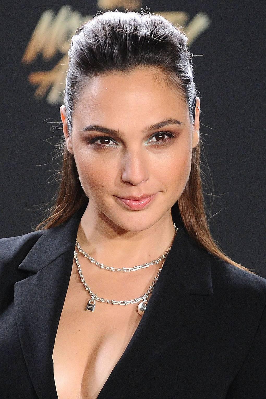 Gal Gadot Hairstyles Makeup Celebrity Beauty Wonder Woman