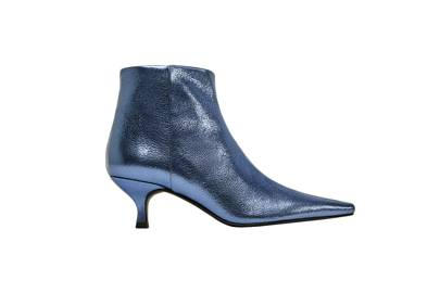 Metallic blue leather ensures these kitten heel ankle boots are bang on trend and ideal for Autumn.