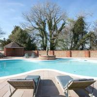Holiday homes with pools