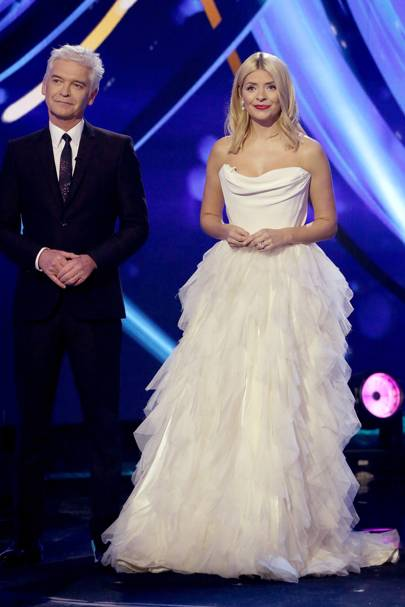 Holly Willoughby S Dancing On Ice Outfit Is The Dress Of Our Dreams