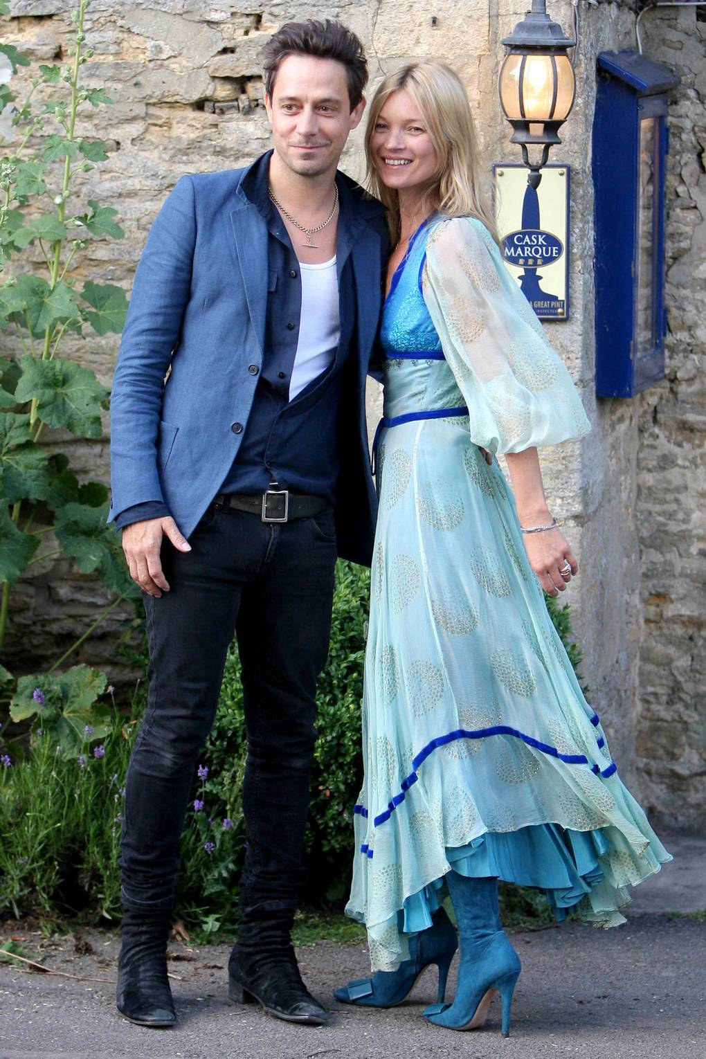 Kate Moss and Jamie Hince wedding dress and guest pictures - Latest ...