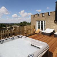 Holiday cottages with hot tubs in the UK