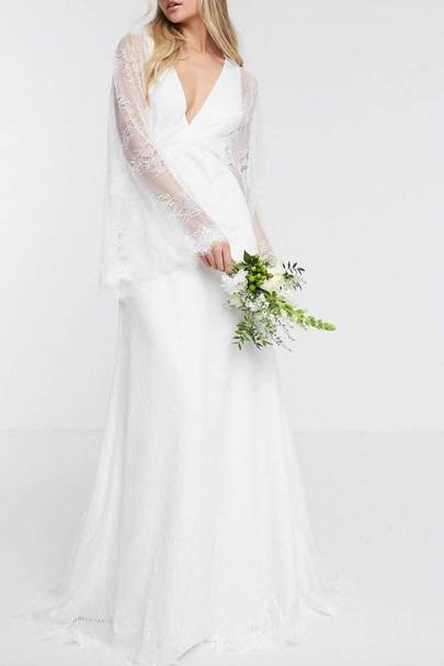 LONG-SLEEVED WEDDING DRESS: KIMONO SLEEVES