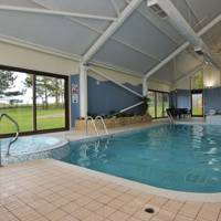 Best holiday home with communal swimming pool