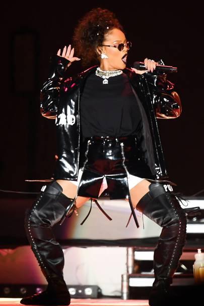 Rihanna's late but AMAZING performance