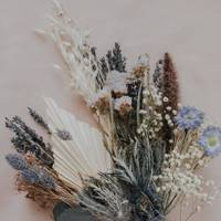 Dried flowers: the thistle bouquet