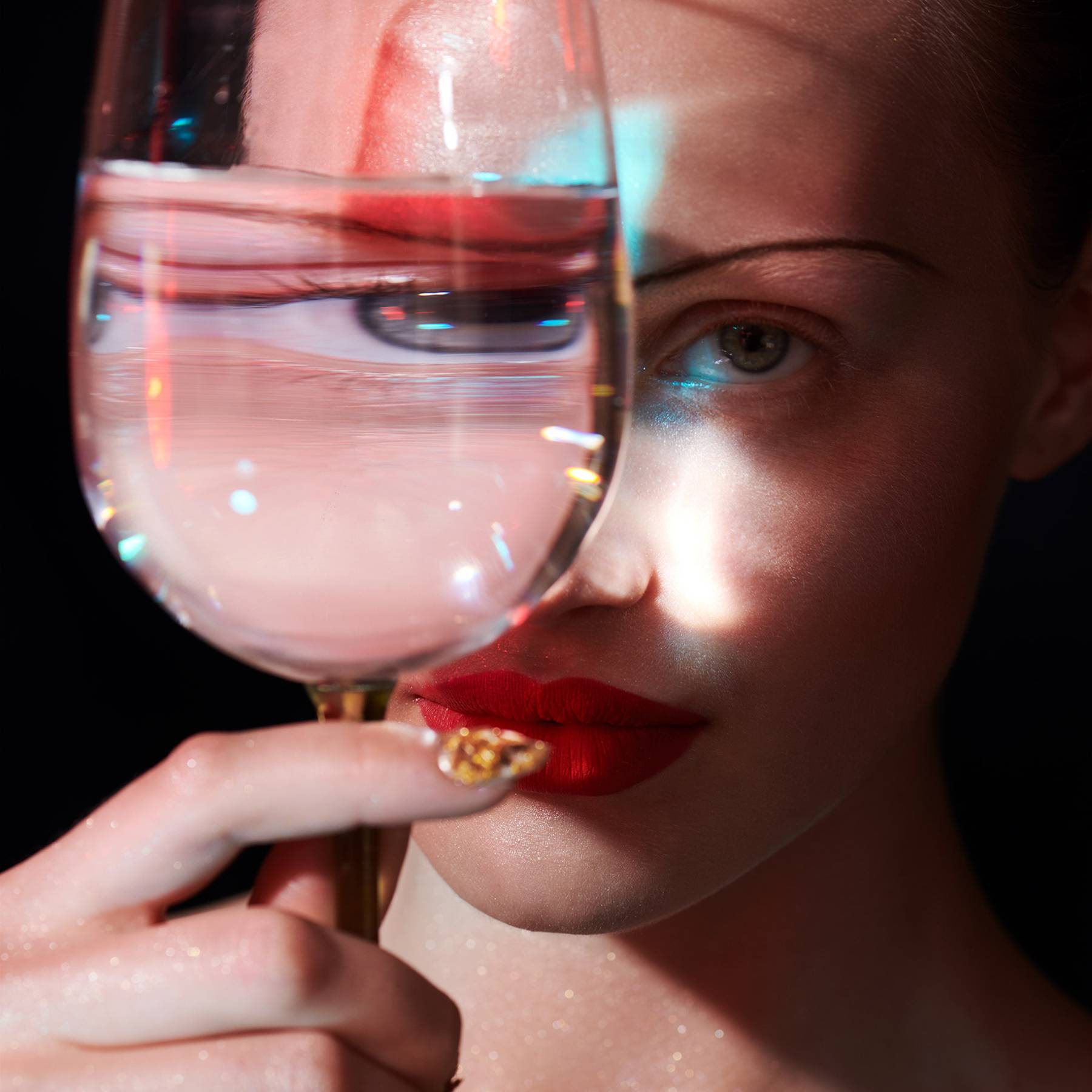 'If the alcohol industry can glamorise alcohol then I'm going to glamorise sobriety': Why going sober is the wellness trend to try in 2020