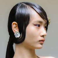 Embellished hair at Mithridate