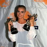 Sinead O'Connor – Nothing Compares 2 U (#1 in 1990)