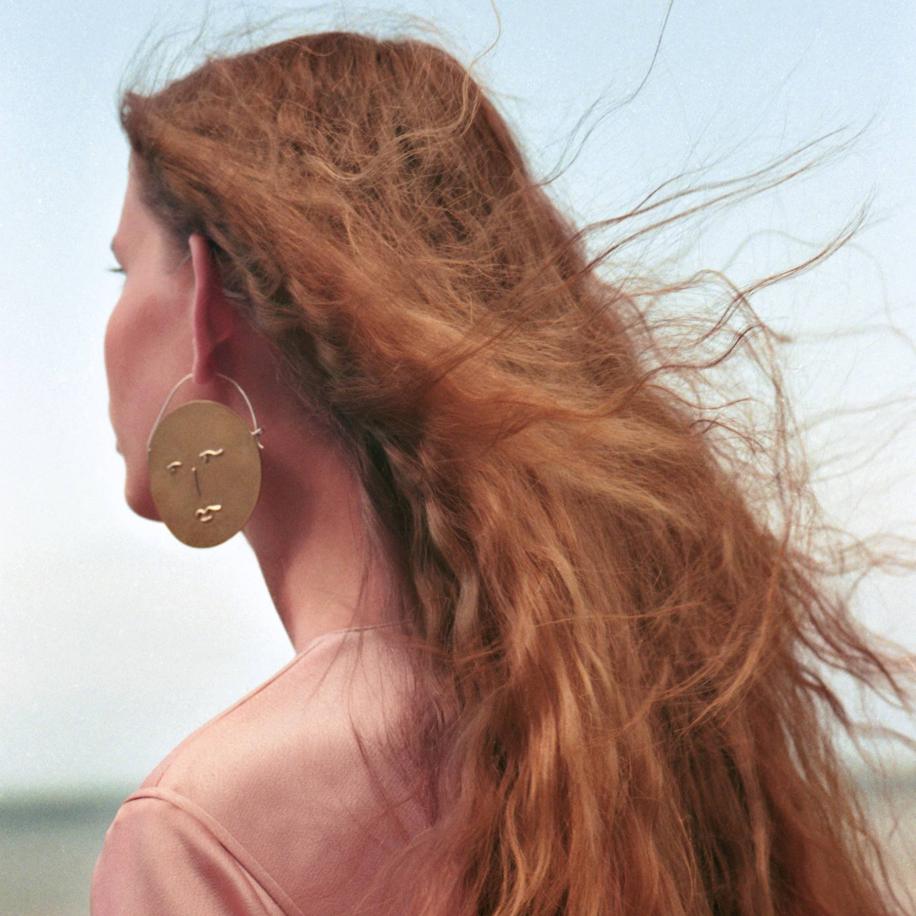 The Ultimate Guide to Taming Frizzy Hair photo