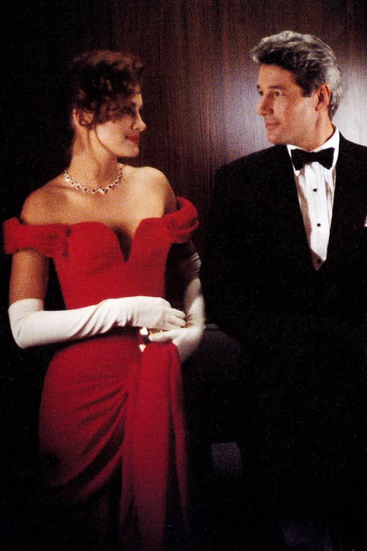 Imagen de la película Pretty Woman, con Julia Roberts en el papel de Vivian, vistiendo un famoso vestido rojo, y con Richard Gere.