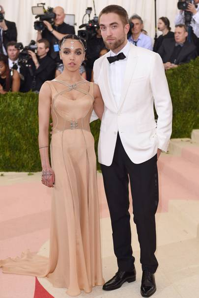 2. FKA twigs and Robert Pattinson
