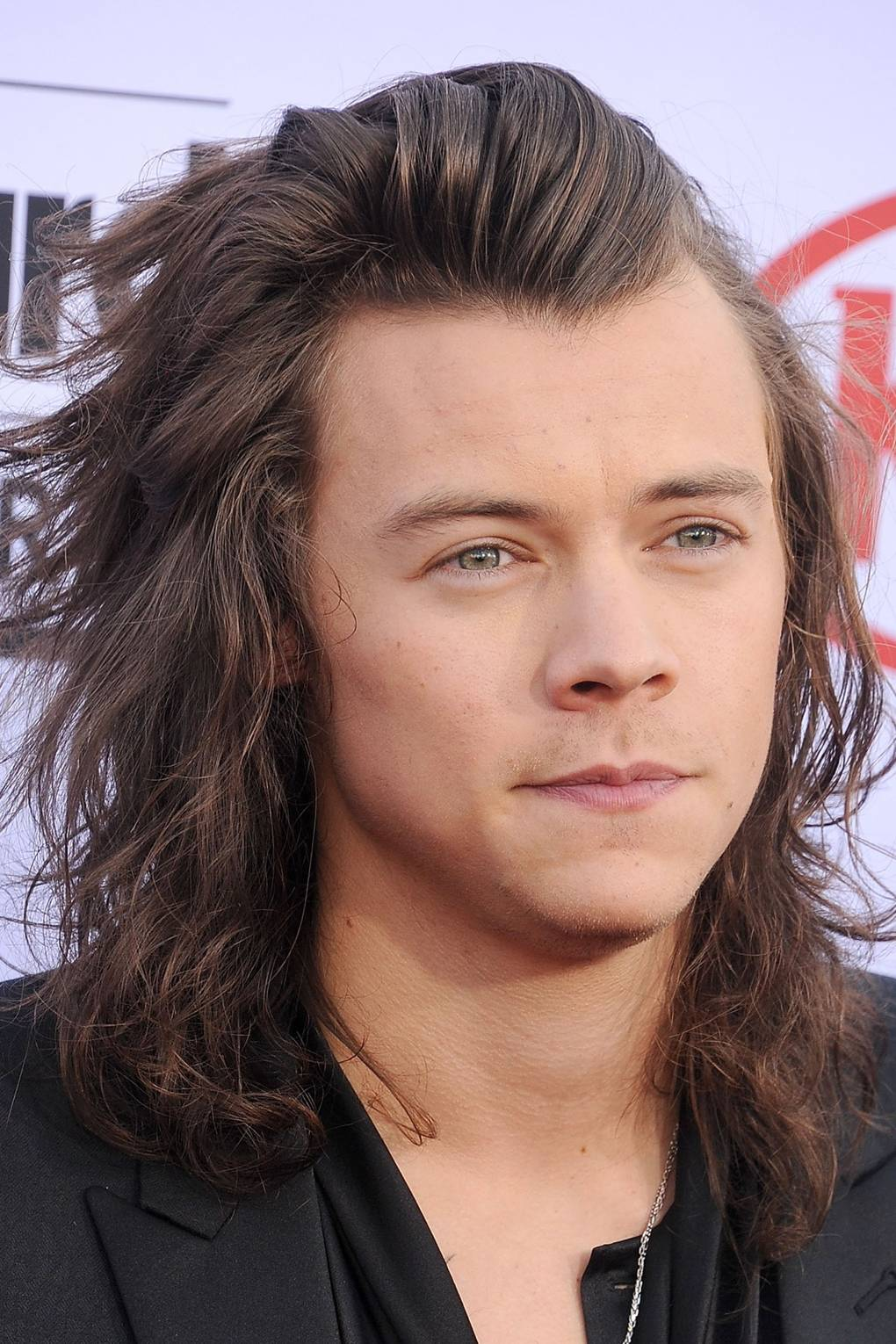 Harry Styles Hair Cut From Long To Short For Charity Glamour Uk