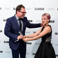 Alan Carr and Kaley Cuoco-Sweeting