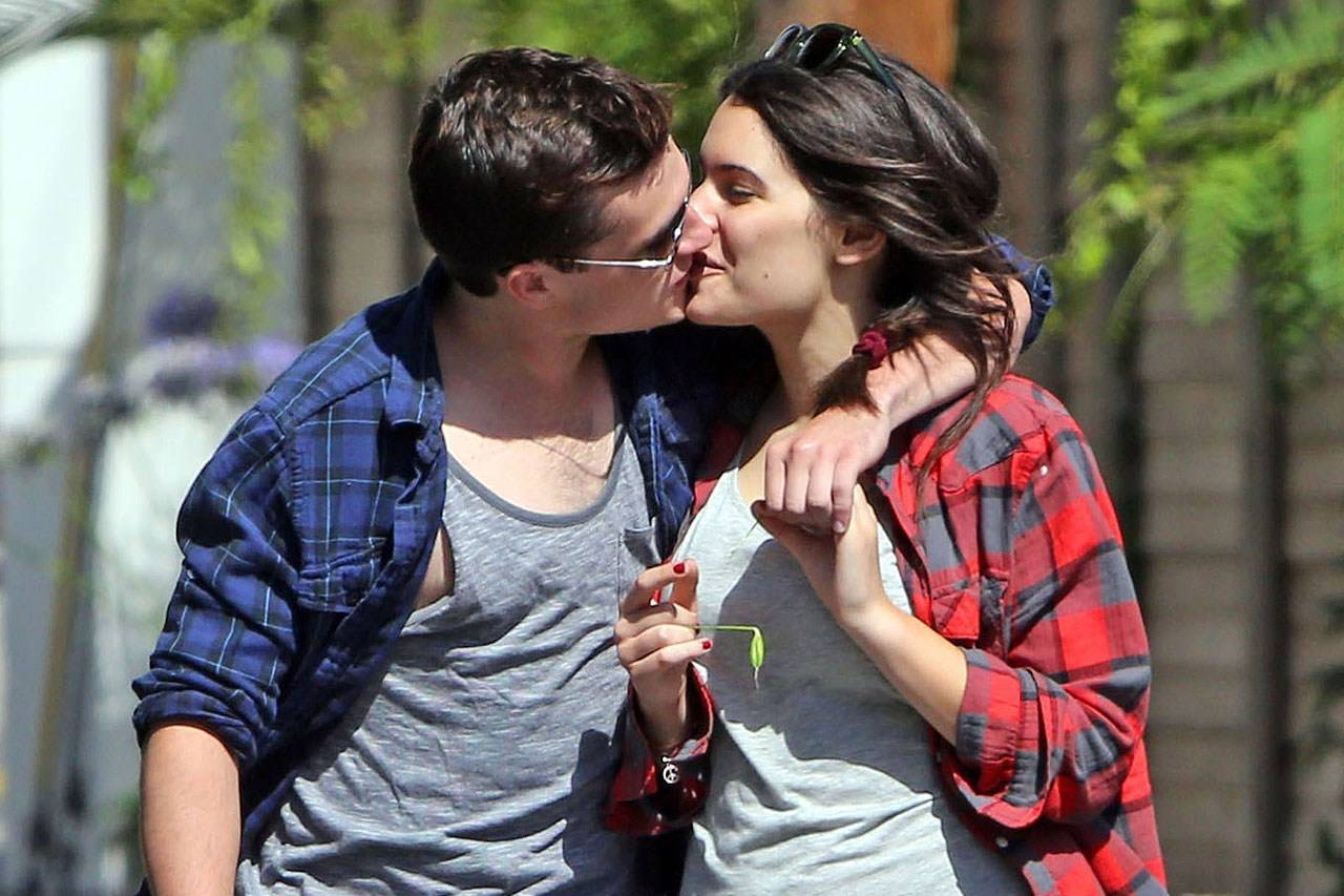dating josh hutcherson Josh hutcherson began working in the early 2000s, appearing in several minor film and tv roles he gained wider exposure with major.