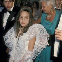 Angelina Jolie - 1986